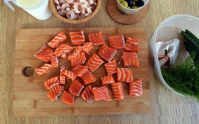 нарезать лосось