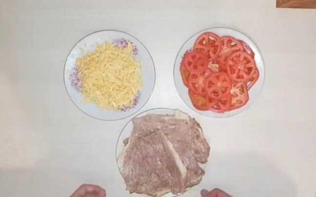 мясо томаты и сыр