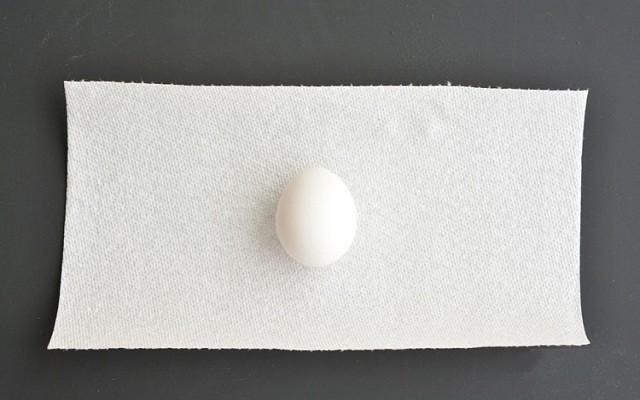 яйцо на салфетку