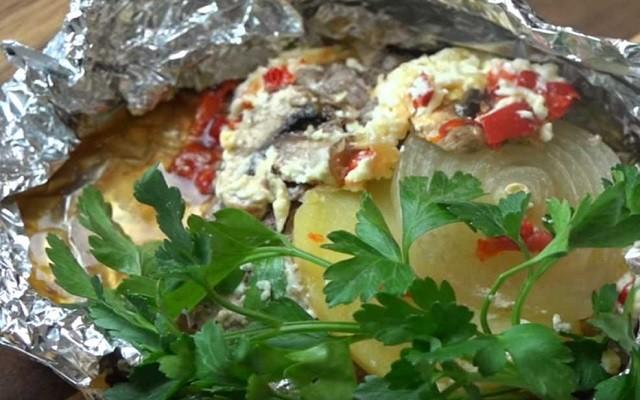 Свинина в фольге в духовке с грибами и овощами