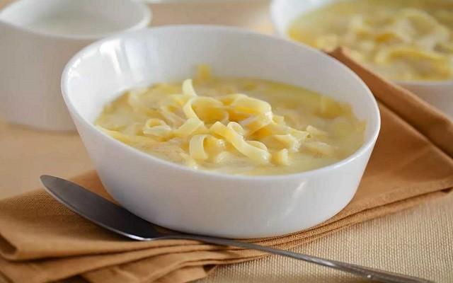 Молочный суп с вермишелью и сыром