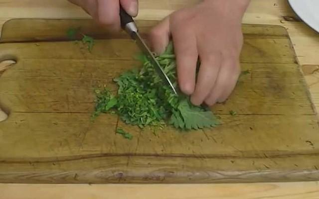 нарезать крапиву
