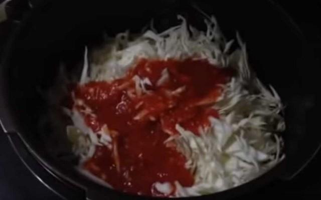 влить соус