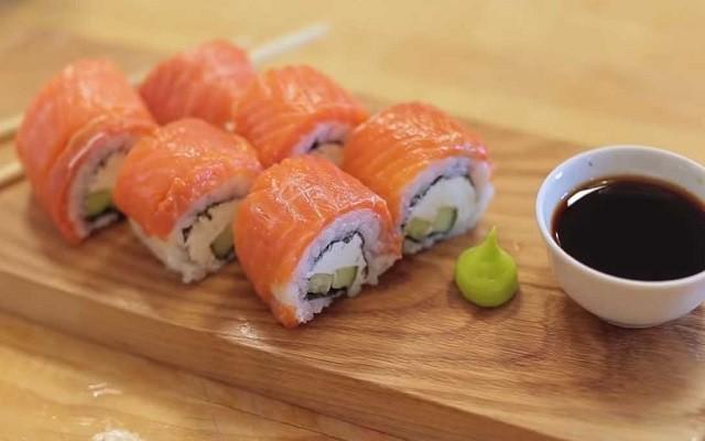 Роллы со сливочным сыром и красной рыбой в домашних условиях