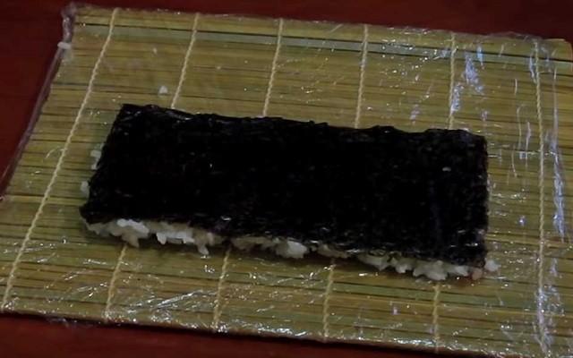 перевернуть рис с нори