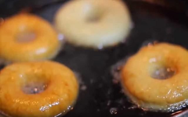 жарим пончики в масле