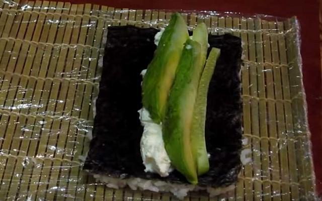 выложить авокадо
