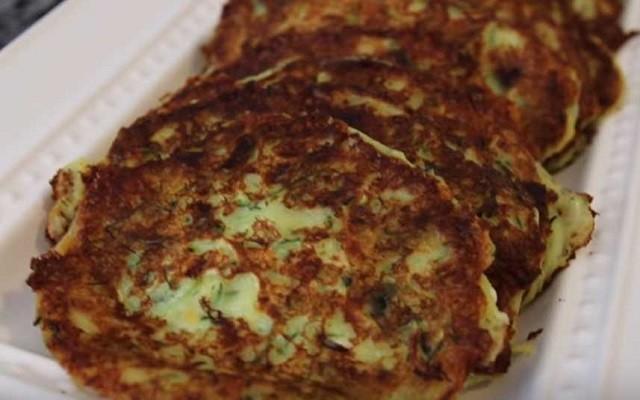 Кабачковые оладьи с творогом и сыром