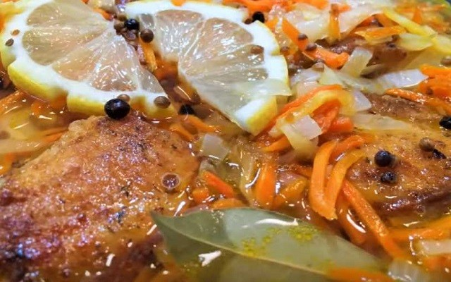 Холодная рыба под маринадом