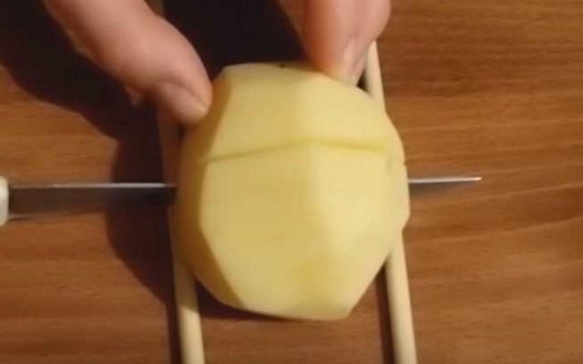 нарезать картошку
