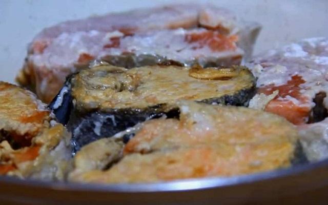 обжарить рыбу в масле