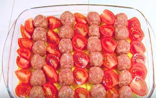 мясо и томаты