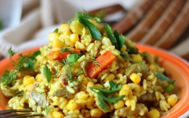 Плов с консервированный кукурузой