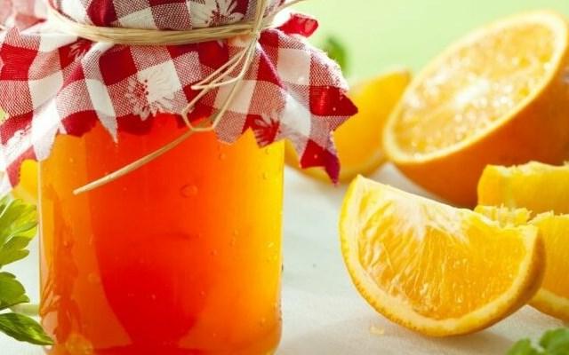 с апельсином в банке