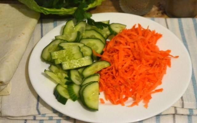 подготовить морковь и огурец