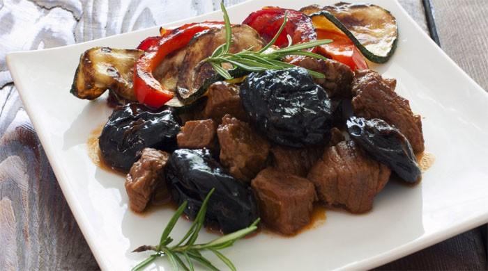 Рецепты приготовления вкусного мяса с черносливом на сковороде, в духовке, в мультиварке, из разных видов мяса