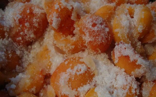 абрикосы пересыпать сахаром