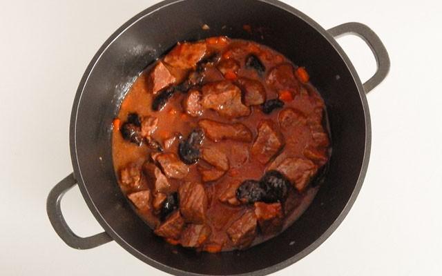 готовое мясо с черносливом