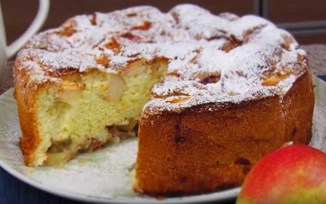Простой рецепт шарлотки из яблок в духовке