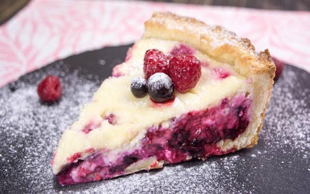 пирог со смородиной и малиной