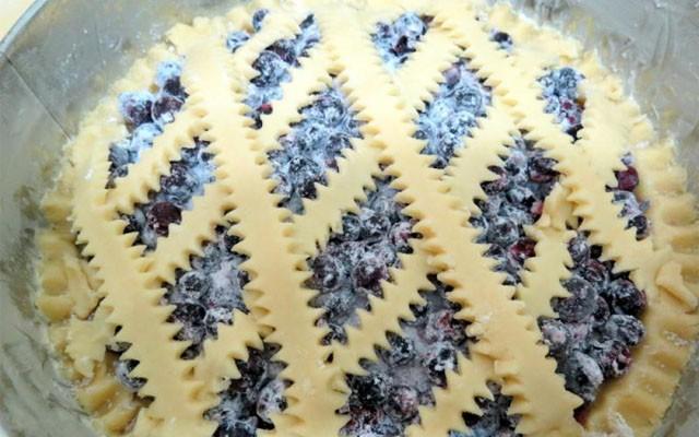 украсить верх пирога