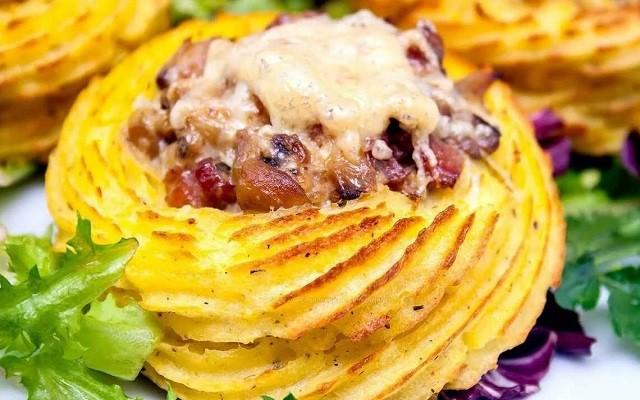 Картофельные гнезда с двумя видами начинок