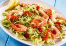 Рецепты 3-х оригинальных салатов из креветок с другими добавками, на праздничный стол