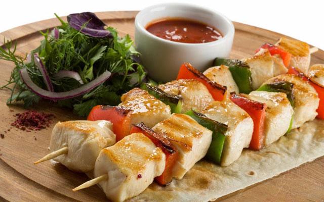 шашлык из рыбы с овощами