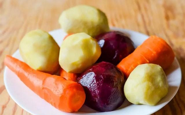отварить и очистить овощи