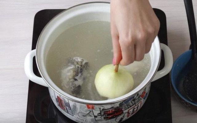 сварить овощи в бульоне