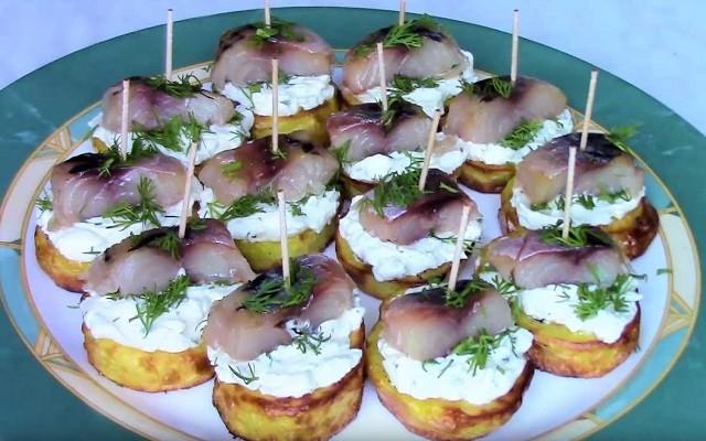 канапе с сыром и скумбрией